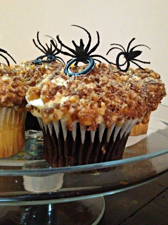 Halloween Spider Snickers Crunch Cupcakes