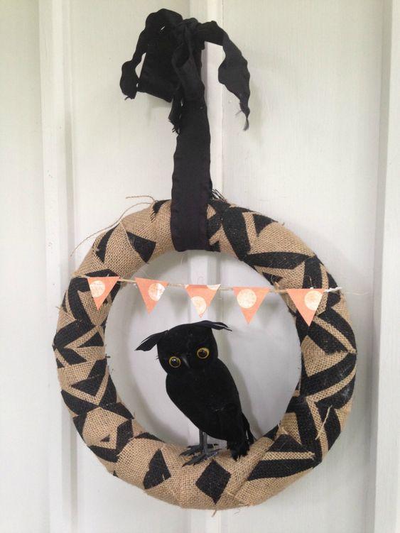Easy Burlap Halloween Wreath with Black Raven