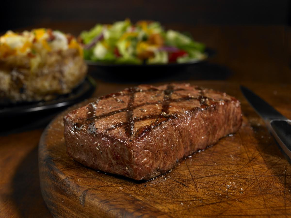 outback steak house Outback steakhouse starts fresh every day to create the flavors that our mates crave best known for grilled steaks, chicken and seafood, outback also offers a wide variety of crisp salads and freshly made soups and sides.