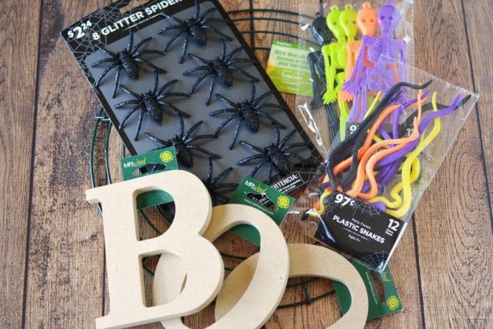 diy-halloween-boo-scrap-fabric-wreath-1