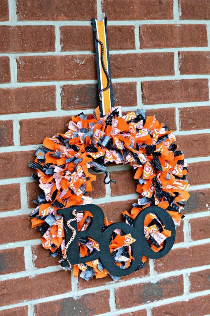 diy-halloween-boo-scrap-fabric-wreath-15