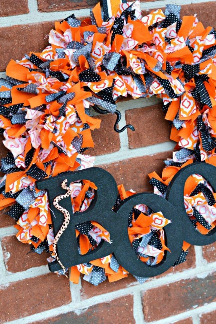 diy-halloween-boo-scrap-fabric-wreath-17