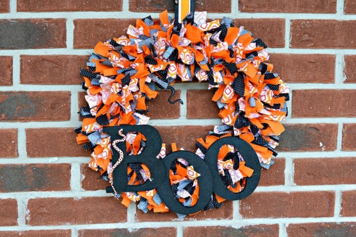 DIY No Sew Halloween BOO Fabric Tie Wreath