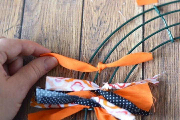 diy-halloween-boo-scrap-fabric-wreath-4