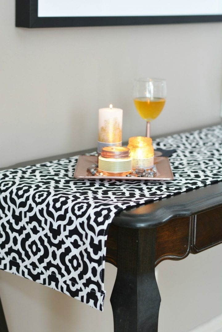Black and White New Year's Eve Tablescape #WaverlyInspirations #InAWaverlyWorld