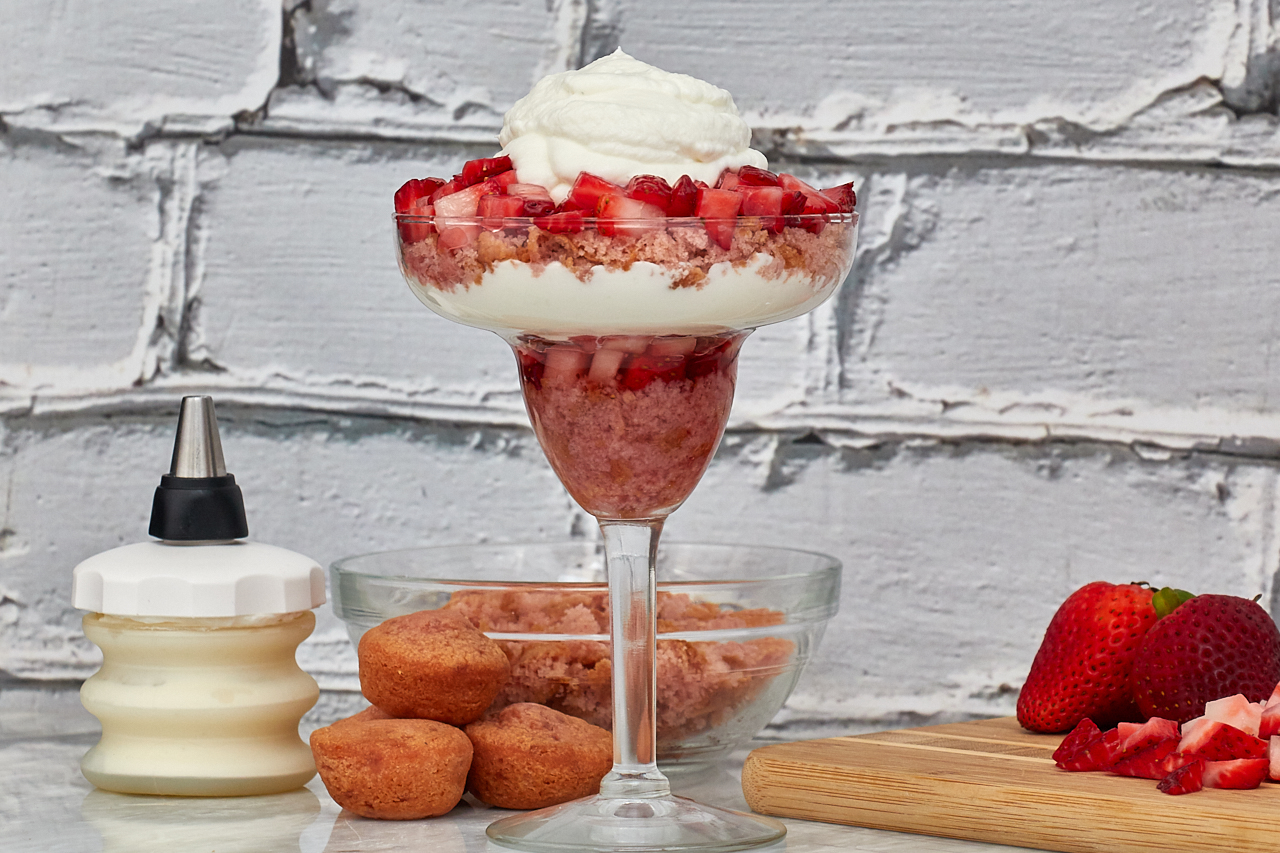 Entenmann's Little Bites Strawberry Yogurt Muffins Parfait Recipe #LoveLittleBites