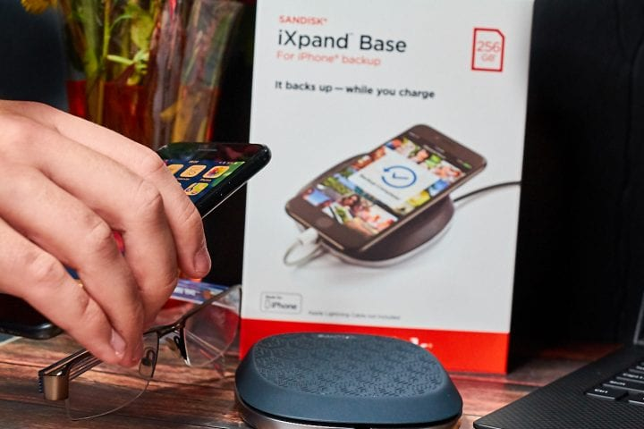 Tech Gift Pick: Make Life Easier with the SanDisk iXpand Base #iXpandBase #BackupAndCharge