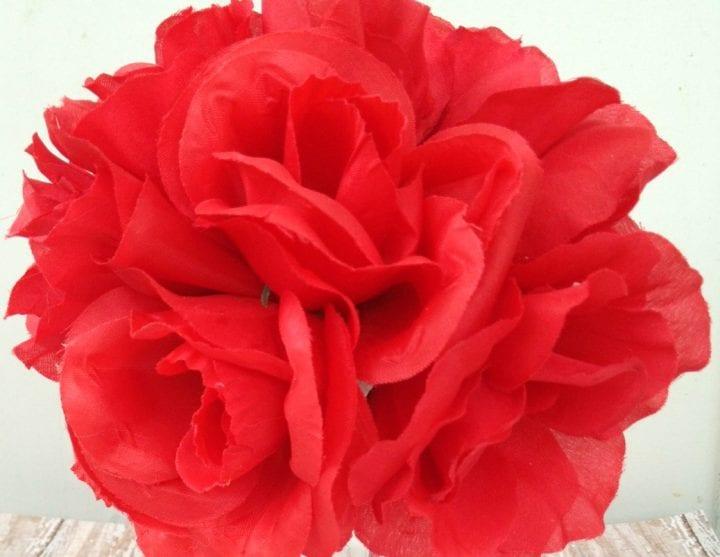 DIY Valentine's Day Red Roses Centerpiece
