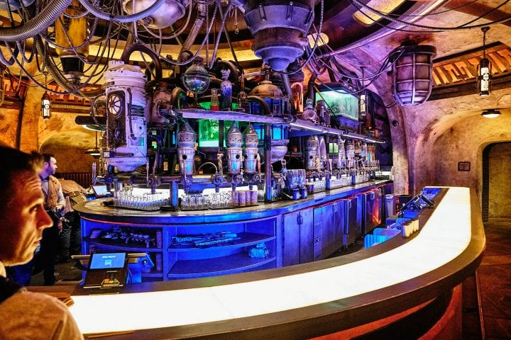 Disney's Star Wars Galaxy's Edge : An Evening on Batuu - Oga's Cantina Bar