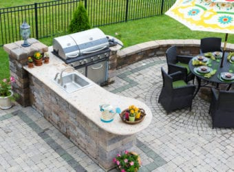 5 Essential Outdoor Kitchen Components