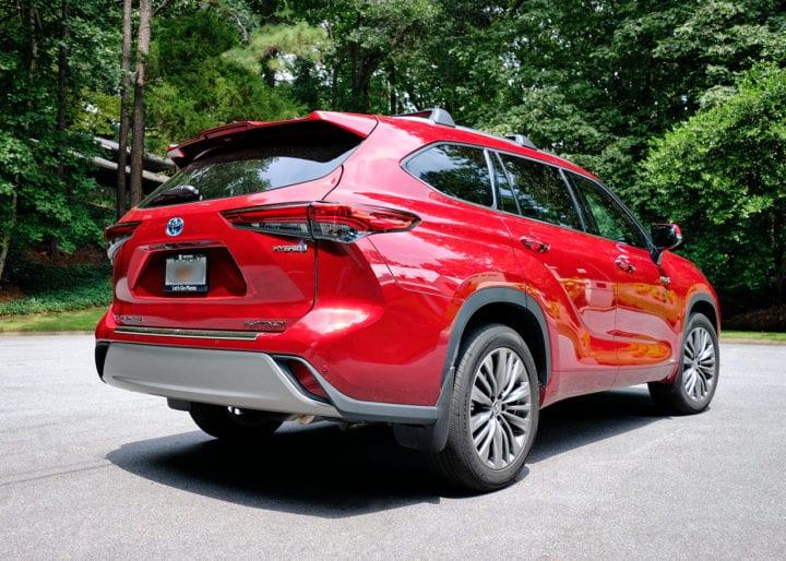 2020 Toyota Highlander Hybrid Platinum Rear Corner