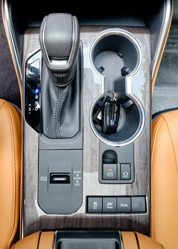 2020 Toyota Highlander Hybrid Platinum lower center console