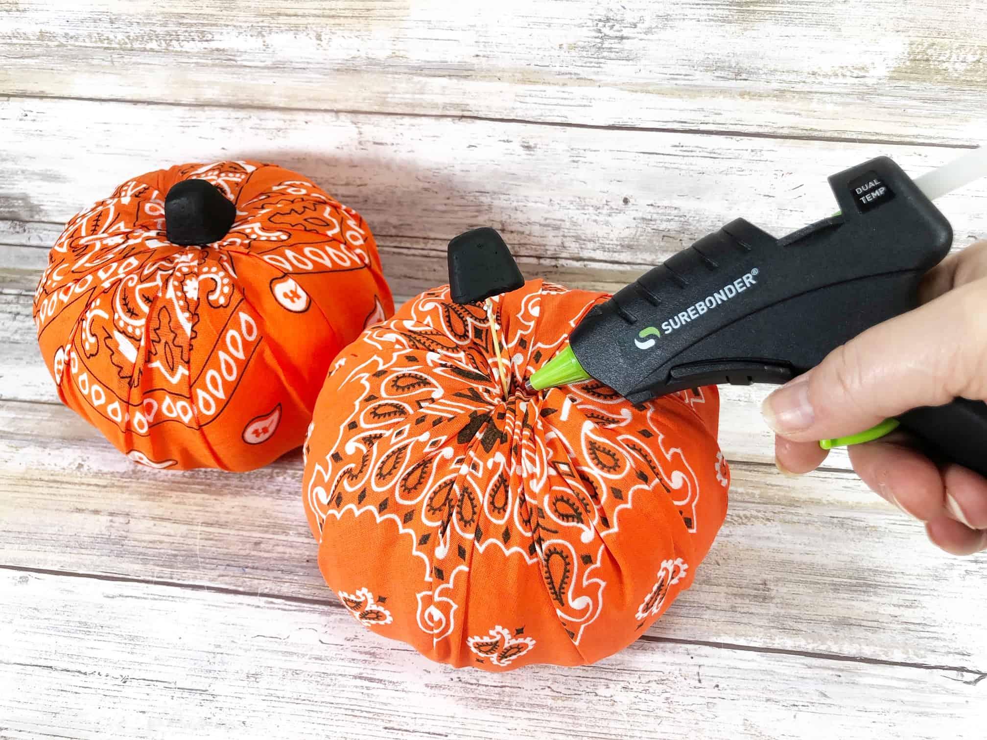 How to Make Cloth Pumpkins Tutorial - Rustic Bandana Pumpkins Halloween Craft