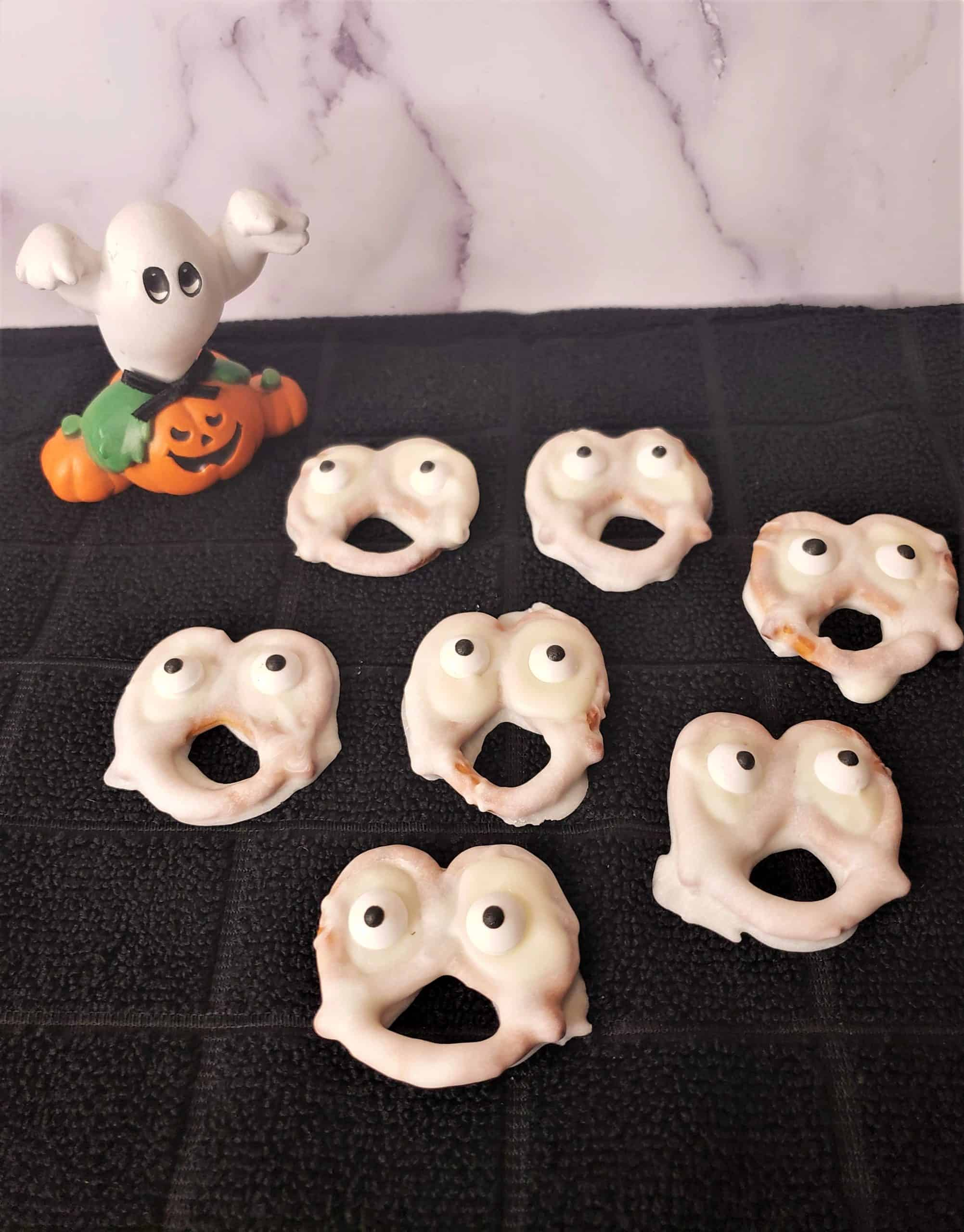 homemade halloween treats for trick or treaters ghost treats recipes halloween dipped pretzels